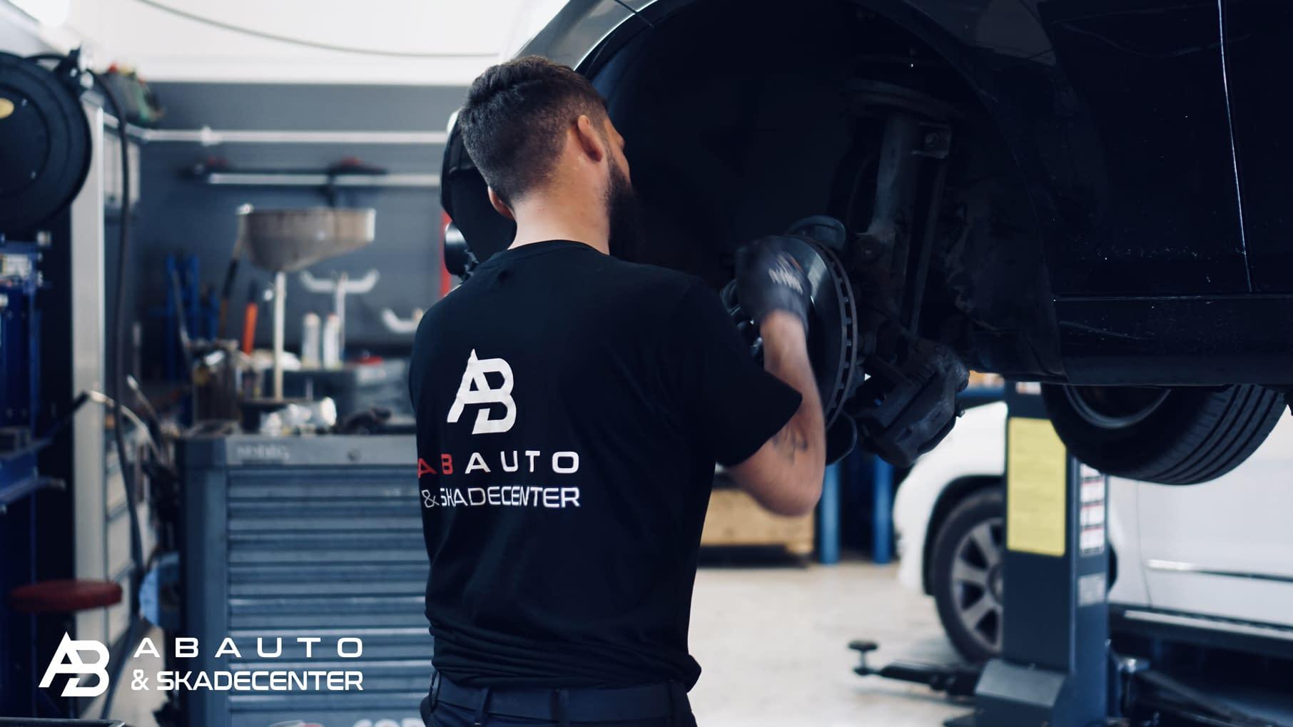 Faglærte mekanikere, professionelt autoværksted, autoværksted i Sydhavn, autocenter, skadecenter, biler, mekanik
