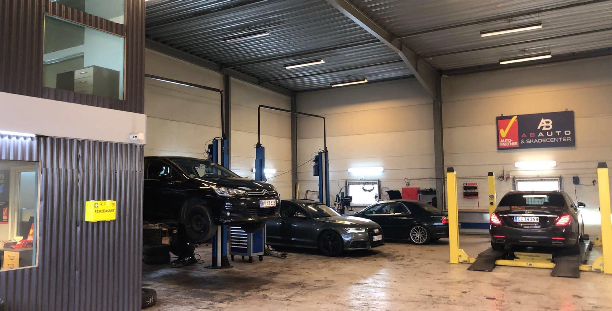 Autocenter København, Autocenter Sydhavn, Mekaniker, bilværksted, bilmekaniker, skadecenter, reparation af biler, olieskift, skift af dæk, service til biler